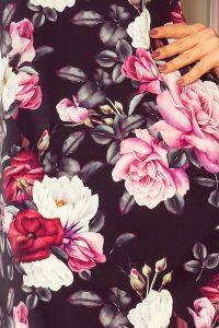 217-5 NEVA Trapezowa sukienka z rozkloszowanymi rękawkami - CZARNA W KWIATY
