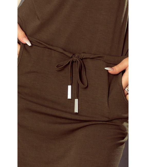 196-2 Sukienka sportowa z krótkim rękawkiem, kieszonką i naszywką - KHAKI