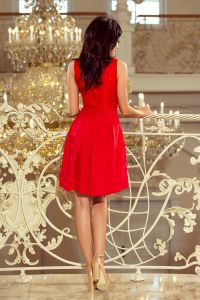 208-2 Sukienka z koronkowym dekoltem i kontrafałdami - CZERWONA