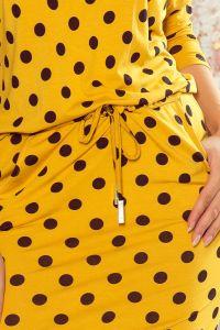 13-106 Sukienka sportowa z wiązaniem i kieszonkami - MUSZTARDA W GROCHY