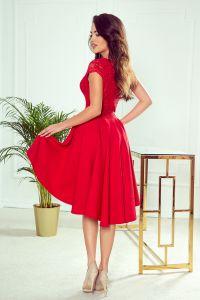 300-2 PATRICIA - sukienka z dłuższym tyłem i koronkowym dekoltem - CZERWONA