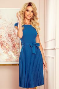 311-4 LILA Plisowana sukienka z krótkim rękawkiem - kolor MORSKI