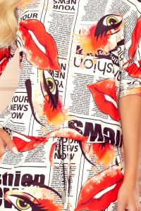 13-122 Sukienka sportowa z kieszonkami - biała GAZETA + usta