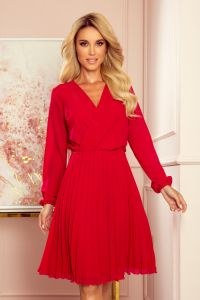313-5 ISABELLE Plisowana sukienka z dekoltem i długim rękawkiem - CZERWONA