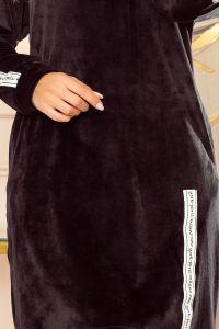 322-3 Bluza z kapturem i kieszeniami - CZARNY WELUR