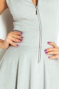 123-6 Sukienka z ekspresem z przodu i kieszonkami - JASNY SZARY