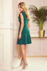 334-1 BLANKA - Rozkloszowana sukienka z falbanką - ZIELEŃ BUTELKOWA