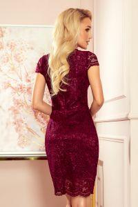 316-7 Koronkowa sukienka z krótkim rękawkiem i dekoltem - kolor ŚLIWKOWY