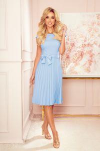311-8 LILA Plisowana sukienka z krótkim rękawkiem - JASNY BŁĘKIT